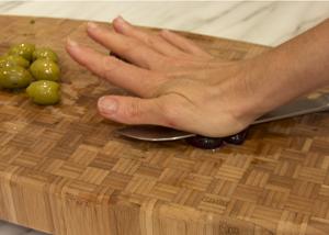 pitting olives 1