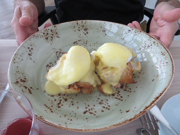Ed's Eggs benedict on Biscuits