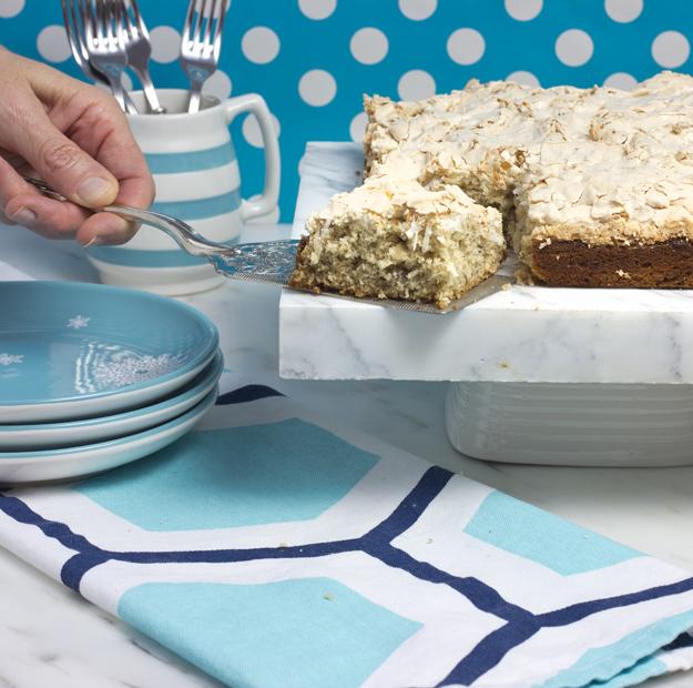 serving cake 2
