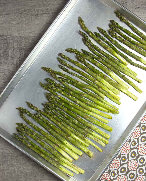 asparagus on preheated pan