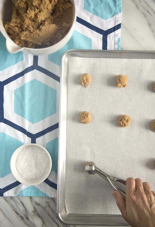 scooping-cookies