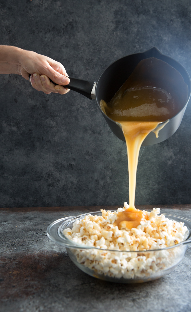 pouring caramel 2